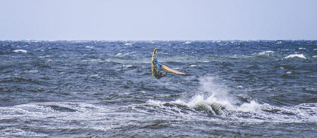 Dlaczego warto wysłać dziecko na obóz windsurfingowy?